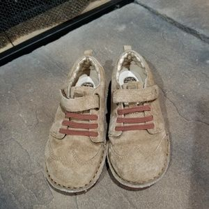 Classic Stride Rite Suede sneakers size 11